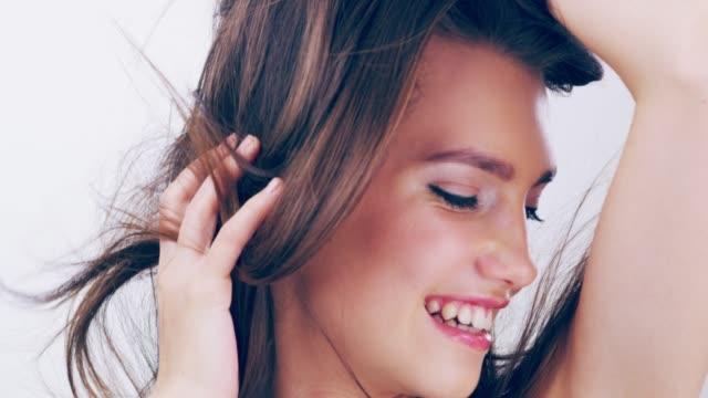 素敵な髪型と幻想的な感じ - 美人点の映像素材/bロール