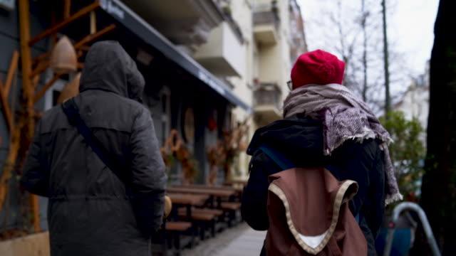 känsla på gatorna i berlin - cold street bildbanksvideor och videomaterial från bakom kulisserna