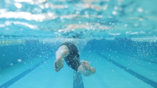 fötter av adaptiv idrottsman simning - fysiskt funktionshinder bildbanksvideor och videomaterial från bakom kulisserna