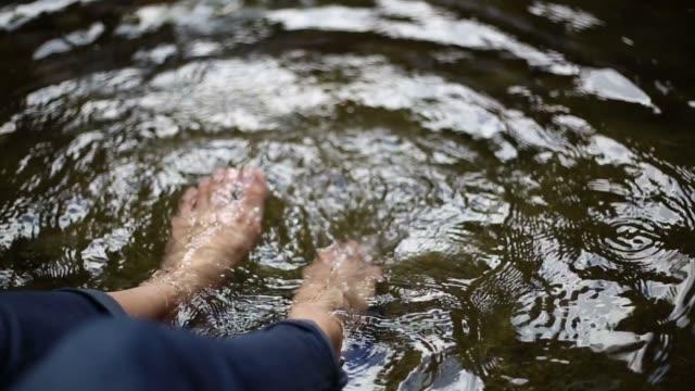 足滝に浸漬 - 湧水点の映像素材/bロール