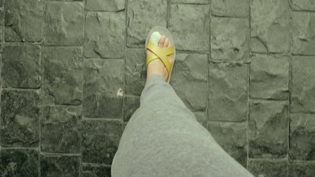 pov of feet with pain toe while walking with sandal - dito del piede video stock e b–roll