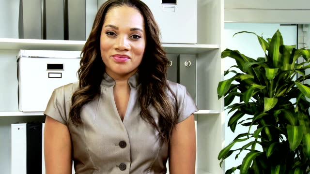 Weibliche African American Freelance Consultant Video Uplink – Video