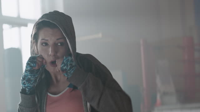 Frau Boxer Training allein – Video
