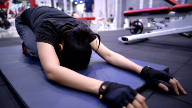 female doing yoga stretching at gym. - 30 39 lat filmów i materiałów b-roll