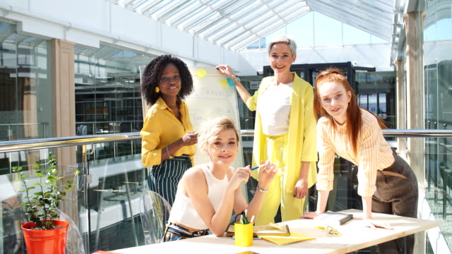 vídeos de stock e filmes b-roll de female employees making business. corporation concept - envolvimento dos funcionários