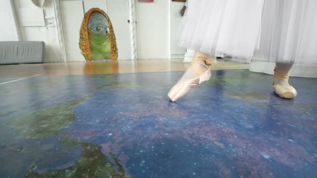 Female feet dancing in pointe shoes in front of ballerinas performs a dance in a studio Female feet dancing in pointe shoes in front of ballerinas performs a dance in a studio, slow motion tulle netting stock videos & royalty-free footage