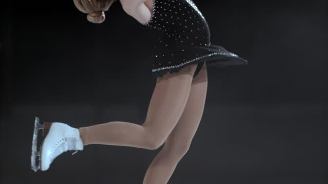 slo pn wt kobieta rysunek skater w layback spin - łyżwa filmów i materiałów b-roll