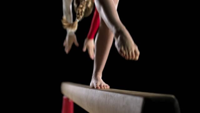 MO gimnasta de San Luis Obispo de piernas mientras realiza nuevamente de suelo de - vídeo