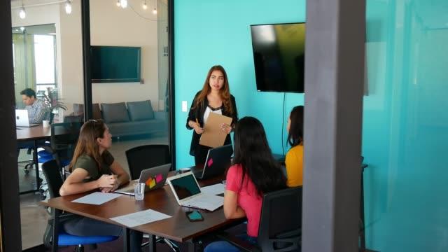 Spanisch und Latein Unternehmerinnen in Mexiko und USA Zusammenarbeit – Video