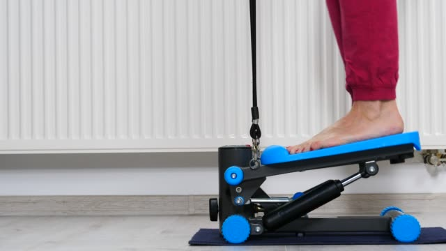 female legs on stepper trainer, exercising - fare un passo video stock e b–roll