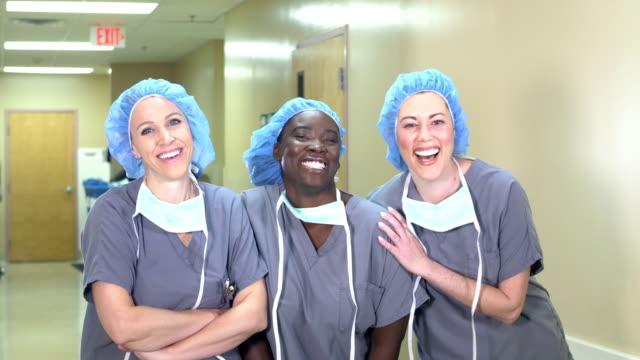 vídeos de stock e filmes b-roll de female medical team in hospital, wearing scrubs - enfermeira