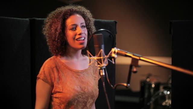 female performing in recording studio - sångare artist bildbanksvideor och videomaterial från bakom kulisserna