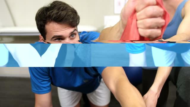 vídeos y material grabado en eventos de stock de fisioterapeuta mujer ayudar a hombre con banda de resistencia - columna vertebral humana
