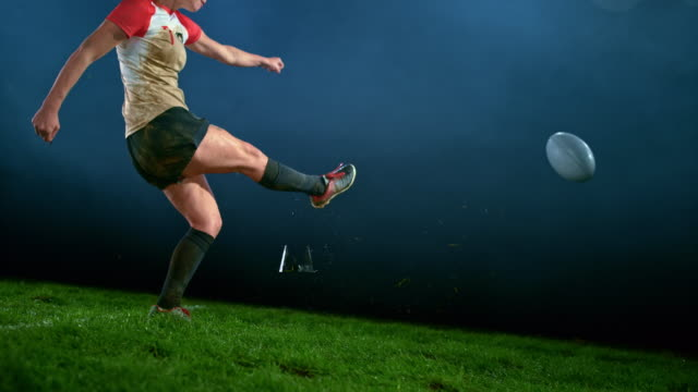 vídeos de stock e filmes b-roll de slo mo female rugby player kicking the ball - chutar