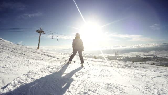 female skier getting some rest on the top of the mountain enjoying the view - zakopane stok videoları ve detay görüntü çekimi