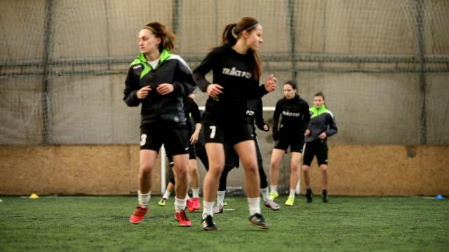 female soccer team having a practice - rozgrzewka filmów i materiałów b-roll
