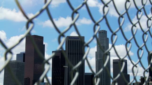 fenced in los angeles time-lapse - i̇çinde stok videoları ve detay görüntü çekimi