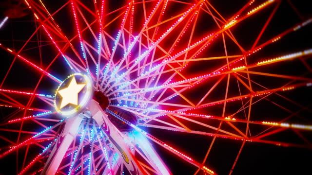 ferris wheel spinning at night - circus stok videoları ve detay görüntü çekimi
