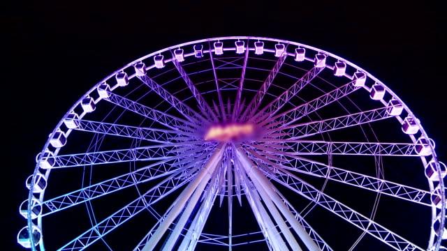 vídeos y material grabado en eventos de stock de ferris wheel spinning por la noche - noria