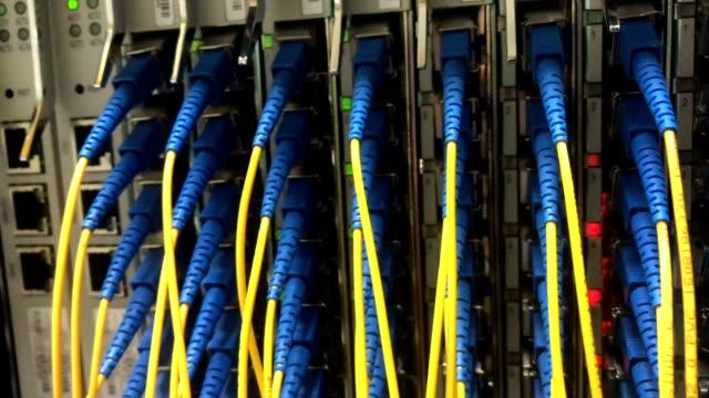 vídeos de stock, filmes e b-roll de fibra óptica dentro dentro - fibra óptica