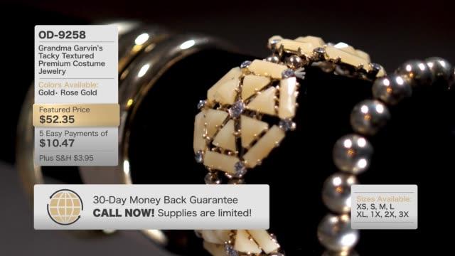 架空のホーム ショッピング テレビ黄金色の宝石のコンテンツ - 通販点の映像素材/bロール
