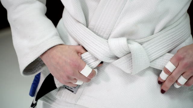 戦います。女の子が柔道と柔術の訓練列車します。 ビデオ