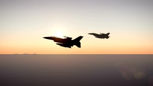 vídeos y material grabado en eventos de stock de combate aviones que vuelen alto por encima de las nubes - air force