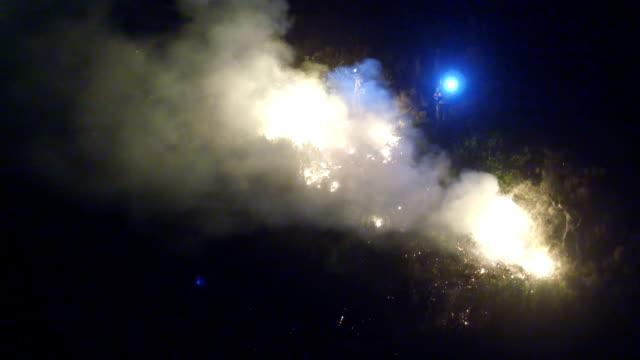 bekämpa en annan bush blaze - skog brand bildbanksvideor och videomaterial från bakom kulisserna