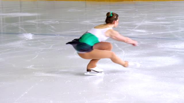 hd: figure skating performance - piruett bildbanksvideor och videomaterial från bakom kulisserna