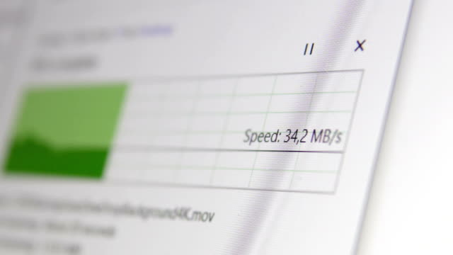 ファイル転送の概念。アップロードのプログレスバー、高速でのデータのコピー - バックアップ点の映像素材/bロール