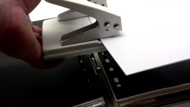 vídeos y material grabado en eventos de stock de de la presentación del documento - puñetazo