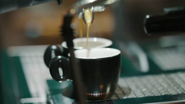 filling up the cups - due oggetti video stock e b–roll