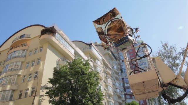 film cherry picker ljus set - skylift bildbanksvideor och videomaterial från bakom kulisserna