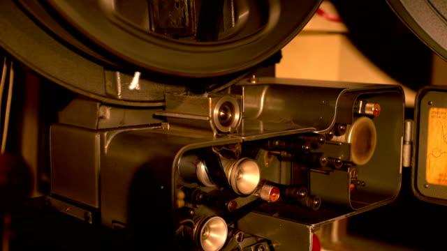 projektor filmowy 4k - urządzenie projekcyjne filmów i materiałów b-roll