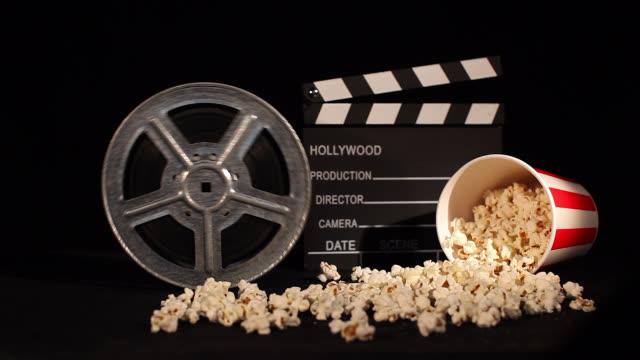 stockvideo's en b-roll-footage met filmrol met popcorn en duig - popcorn