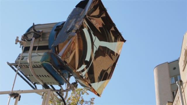 filmset ljus utomhus - skylift bildbanksvideor och videomaterial från bakom kulisserna