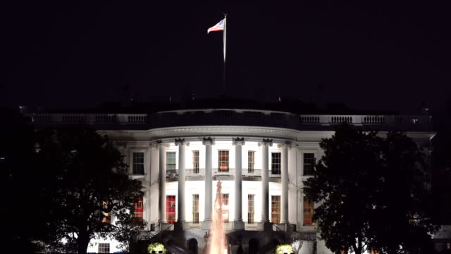 stockvideo's en b-roll-footage met film tilt down night architecture of white house in washington dc met us flag, district of columbia usa - white house