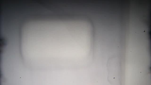 filmprojector danneggiato filmati 8 mm vintage - cilindro video stock e b–roll
