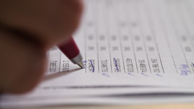 financial report - conto corrente video stock e b–roll