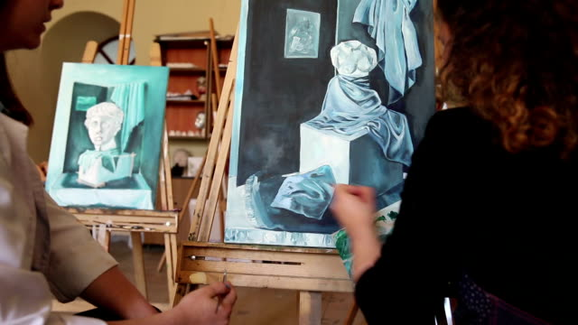 Fine art students painting - vídeo