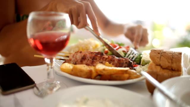 vídeos de stock, filmes e b-roll de fino restaurantes - cultura grega