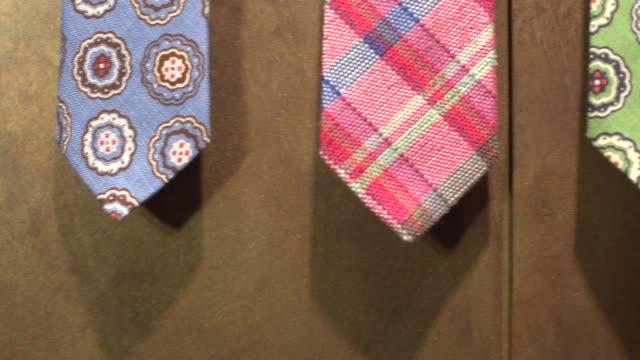 vídeos y material grabado en eventos de stock de ropa de hombre fino-neckties - corbata