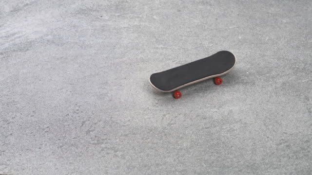 Fingerboard Rolling auf Stone Ground Cinemagraph – Video