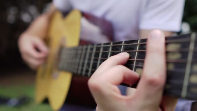Fingering on acoustic guitar