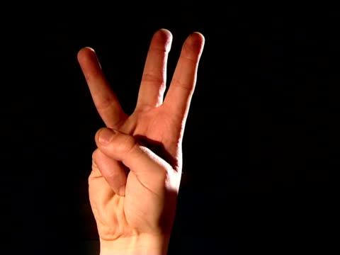 vídeos de stock e filmes b-roll de 3, 2,1, dedos contagem decrescente - três objetos