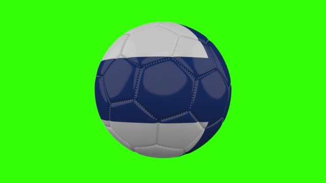 vídeos de stock, filmes e b-roll de bandeira da finlândia na bola gira em fundo alfa verde transparente, loop - futebol internacional