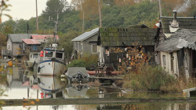 Finn Slough Homes and Boats, Richmond The quaint and historic fishing settlement of Finn Slough on the banks of the Fraser River near Steveston in Richmond, British Columbia, Canada. fraser river stock videos & royalty-free footage