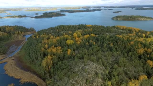 vídeos de stock e filmes b-roll de finnish baltic sea with fall colors autumn aerial view - arquipélago