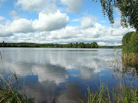 finnish summer lake - klip uzunluğu stok videoları ve detay görüntü çekimi