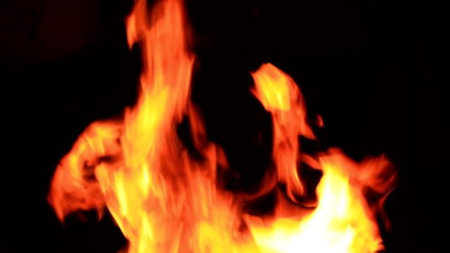 Feuer in der Nacht – Video